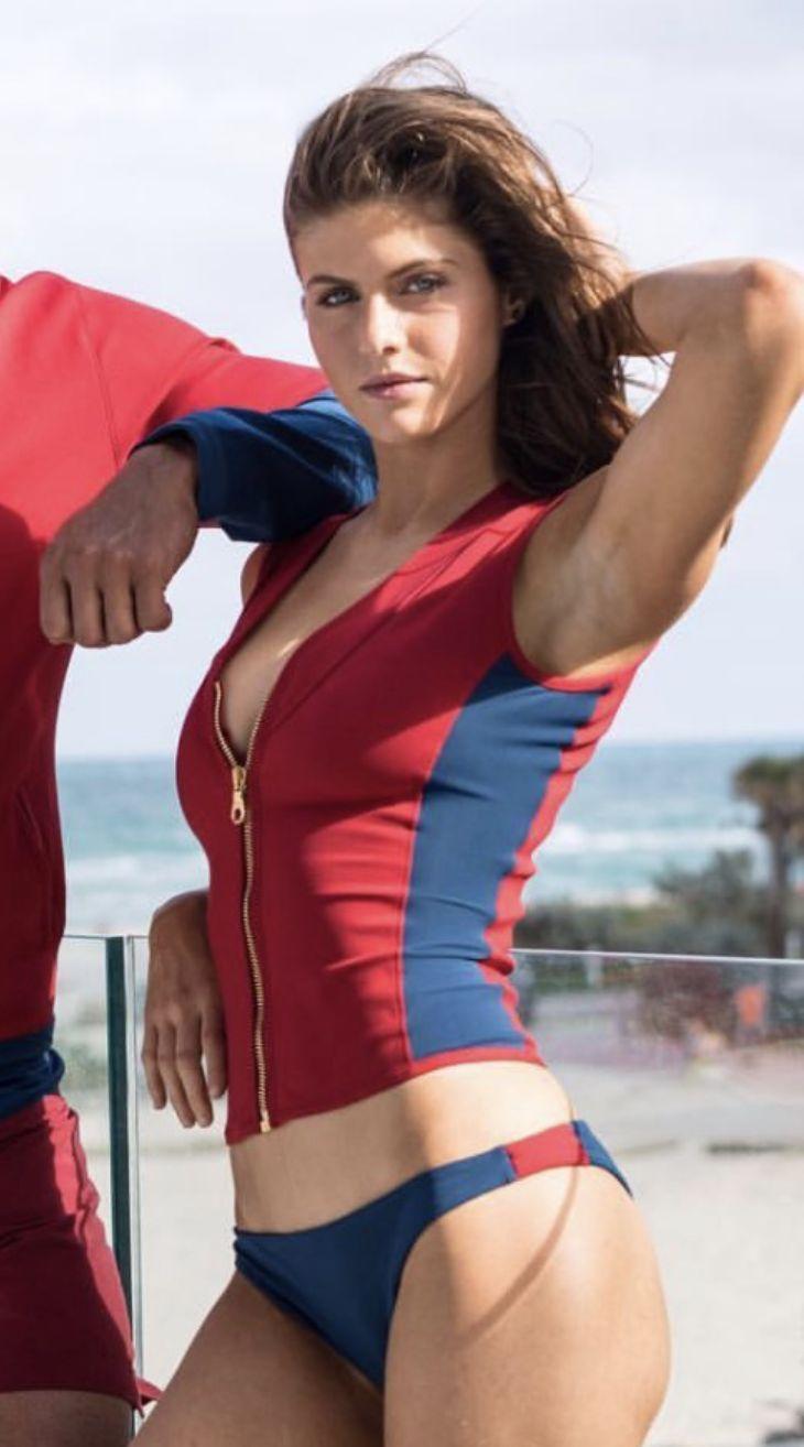 Alexandra Daddario Hot Body photo 22