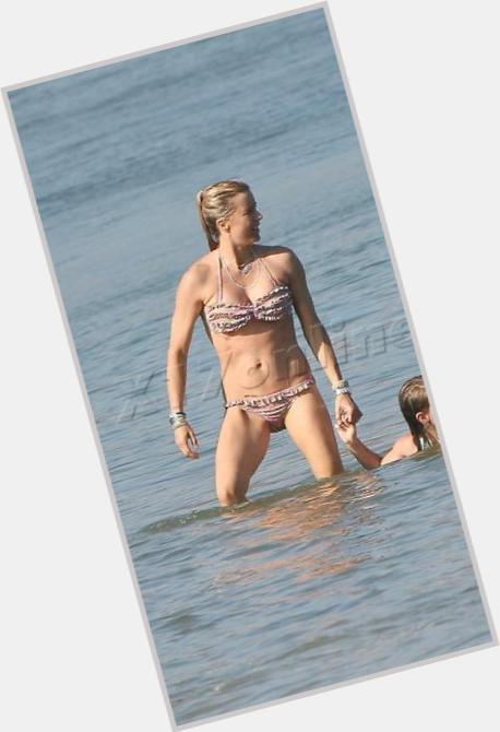 Tia Leoni Hot Pics photo 4