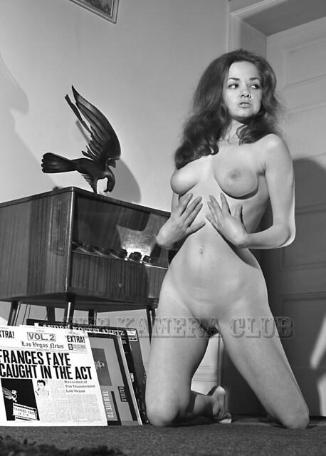 Elaine Topless photo 26