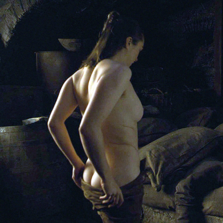 Maisie Williams Topless Game Of Thrones photo 18