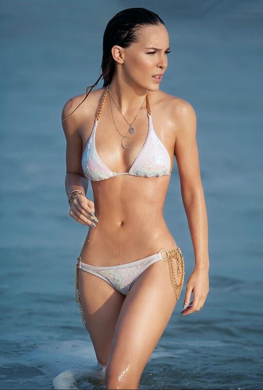 Belinda Topless photo 5