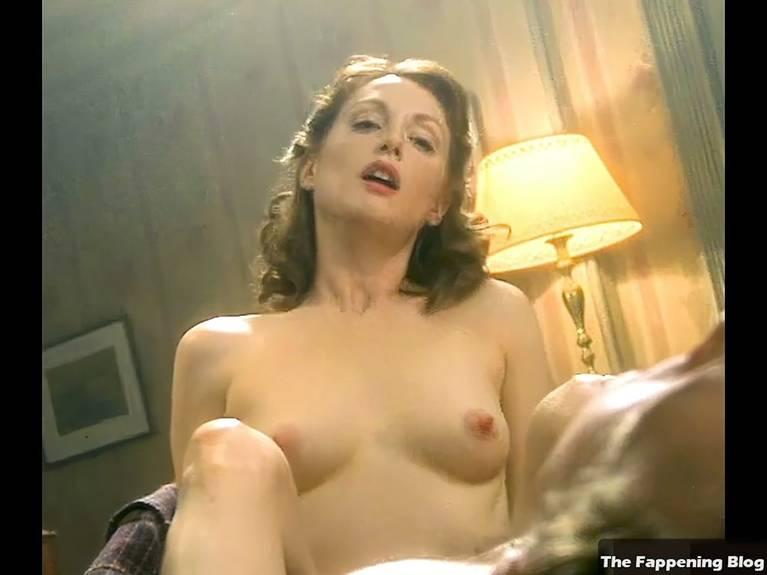Juliana Moore Nude photo 24