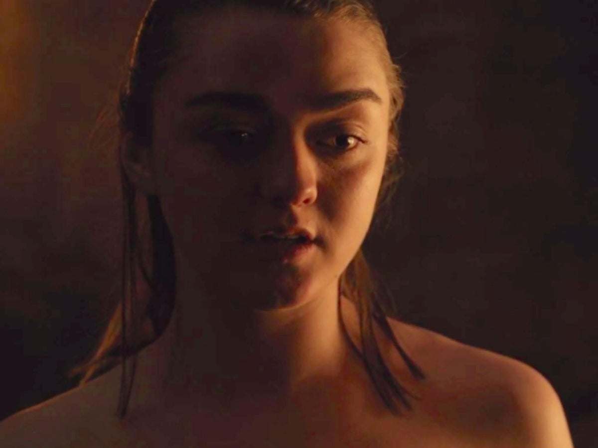 Maisie Williams Topless Game Of Thrones photo 30