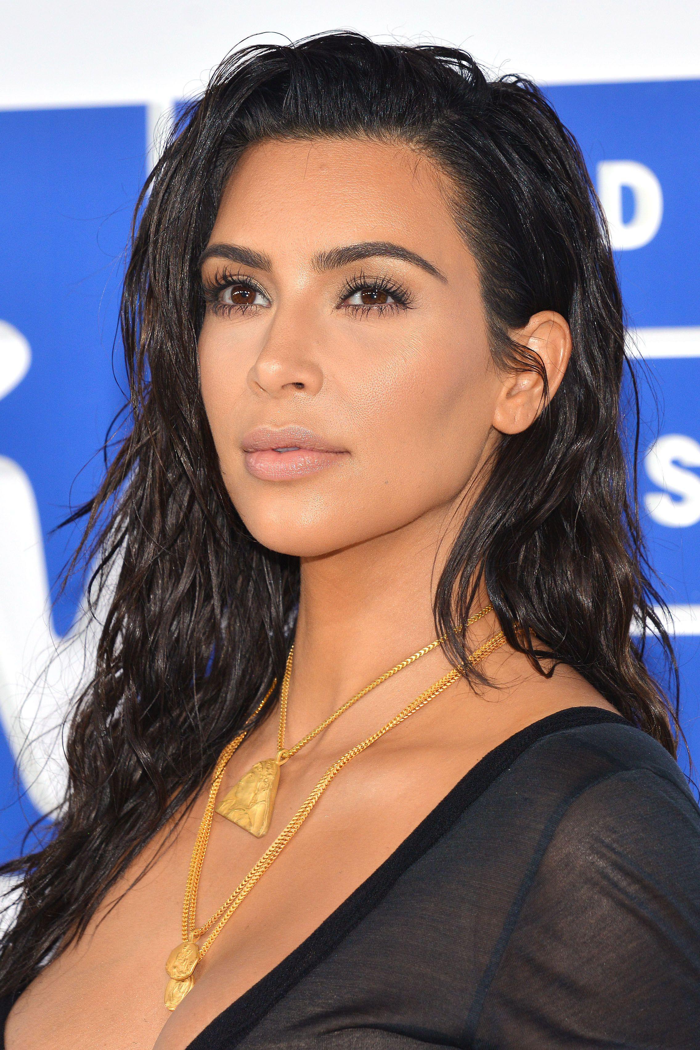 Kim Kardashian Showing Pussy photo 4