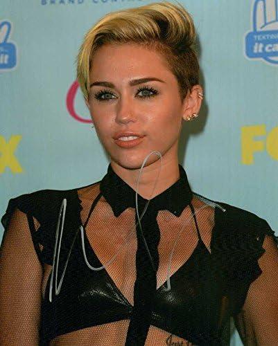Sexy Miley Cirus Pics photo 1
