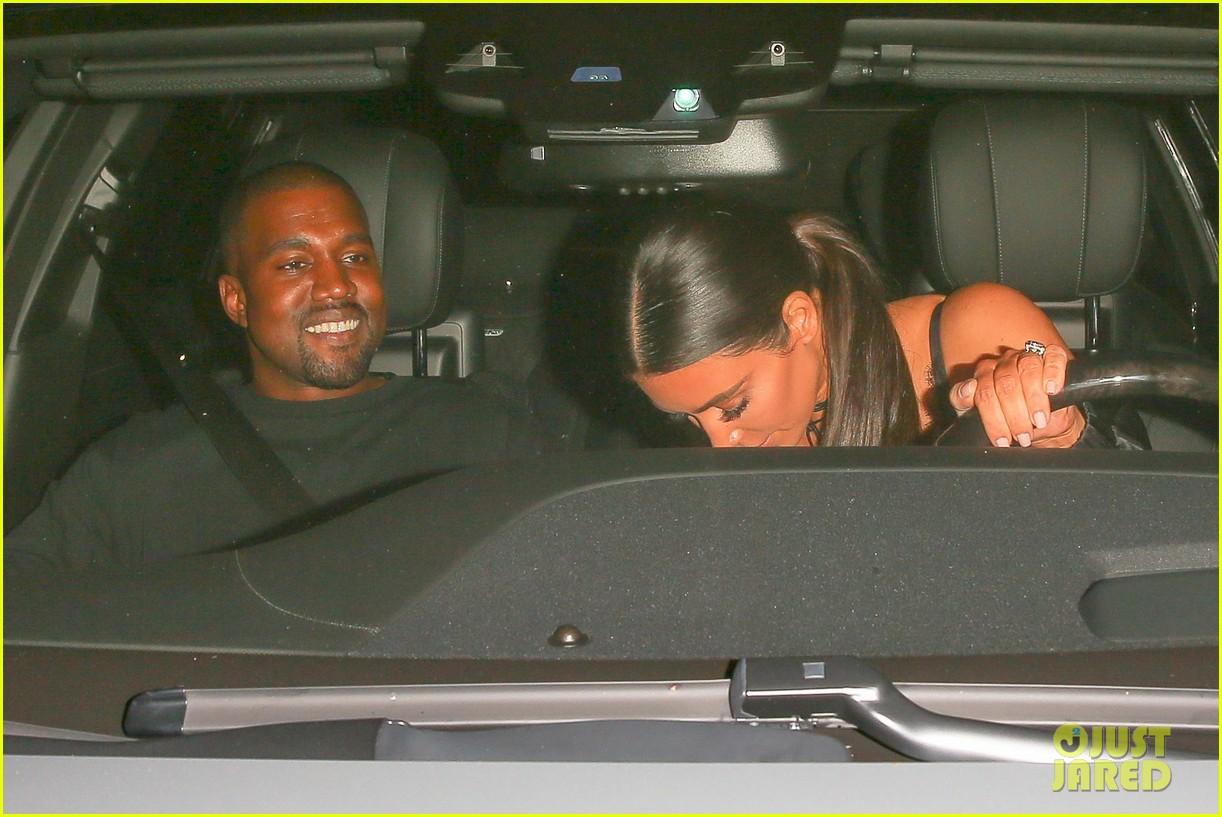 Kim Kardashian Selfish Pictures photo 6