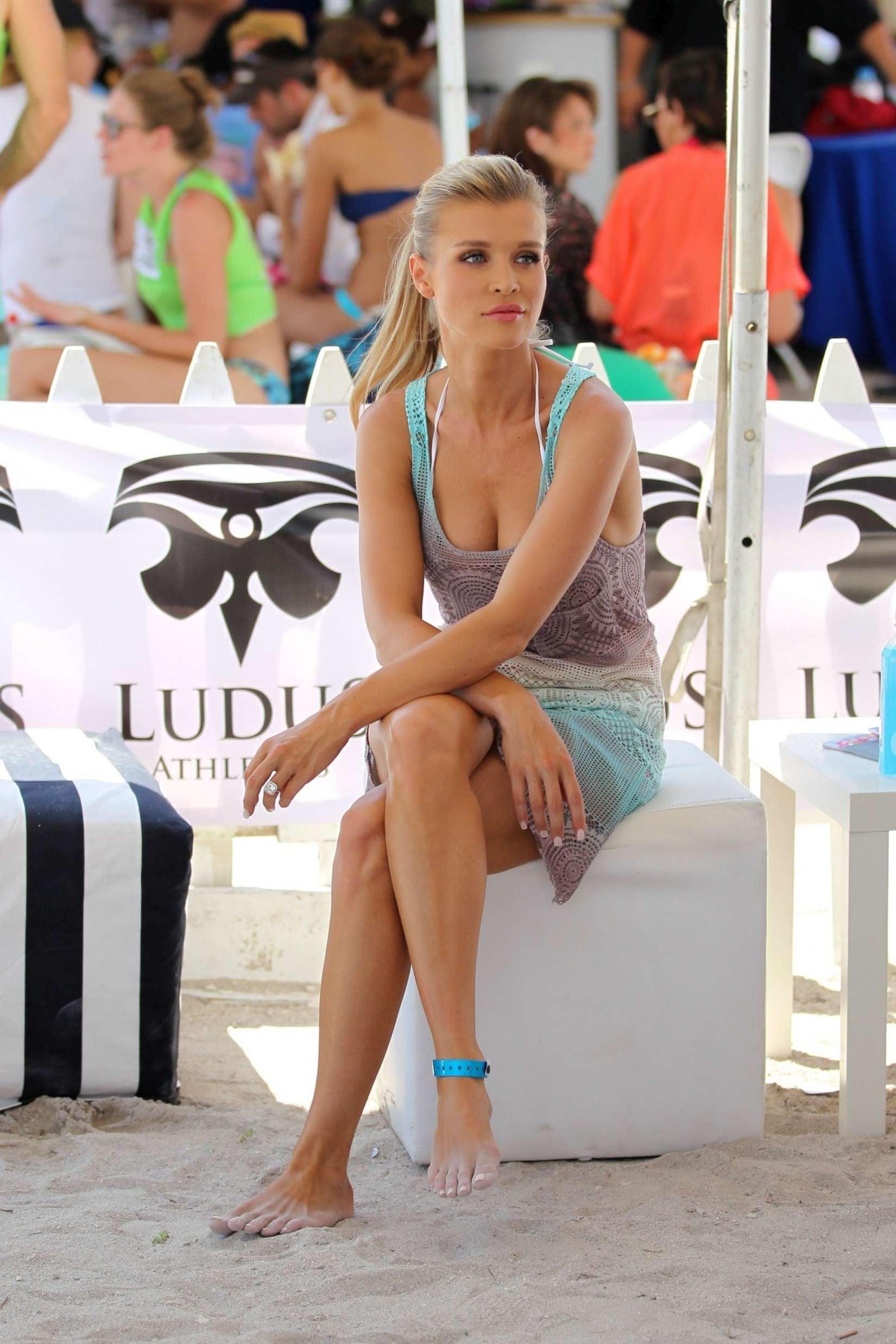 Joanna Krupa Feet photo 13