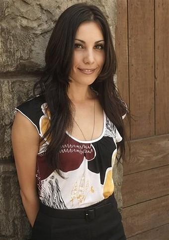 Carly Pope Sexy photo 5