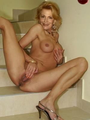 Joanna Nude Photoshoot photo 9