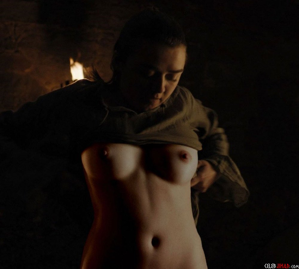 Maisie Williams Topless Game Of Thrones photo 25