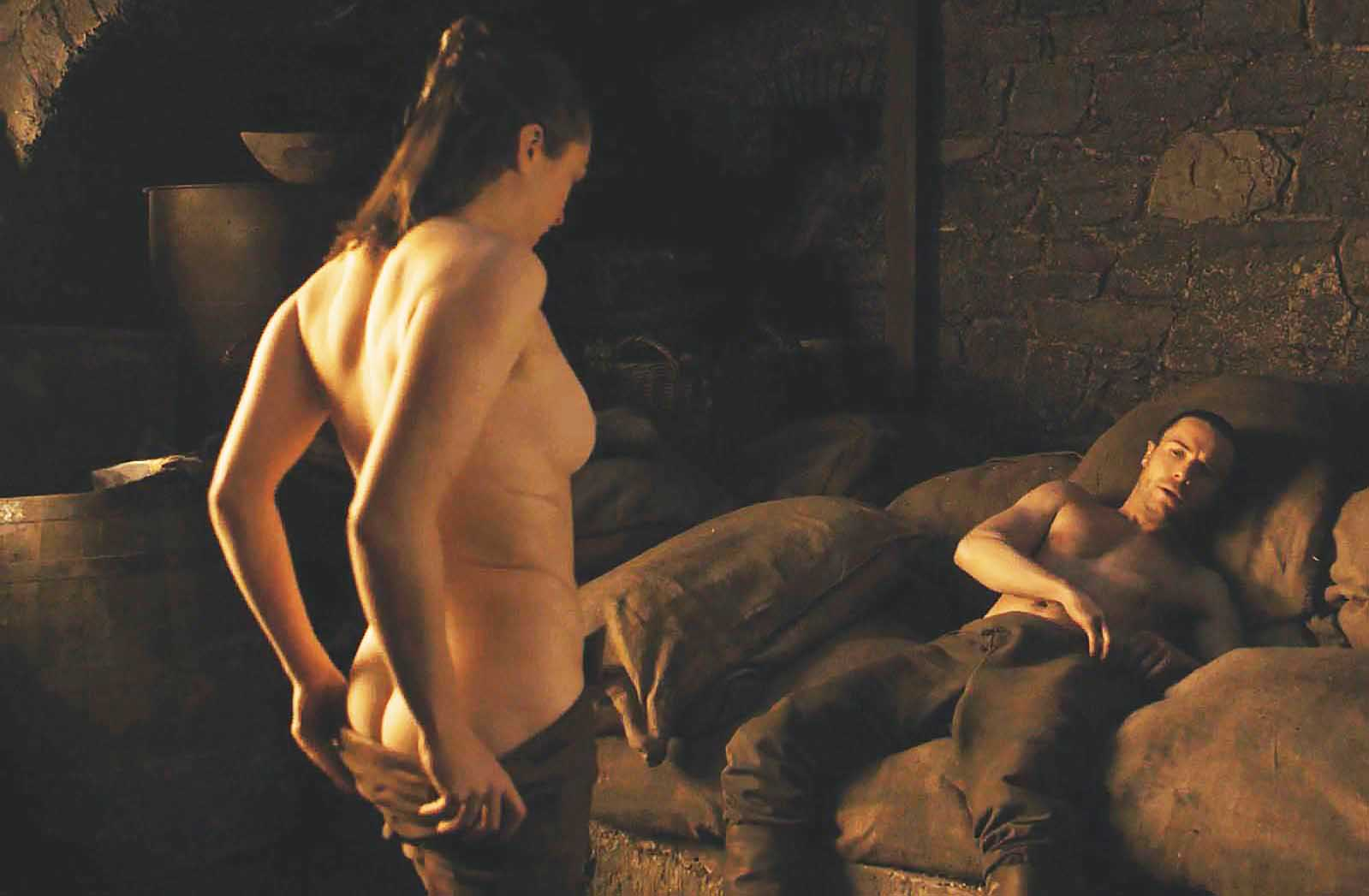 Maisie Williams Topless Game Of Thrones photo 26