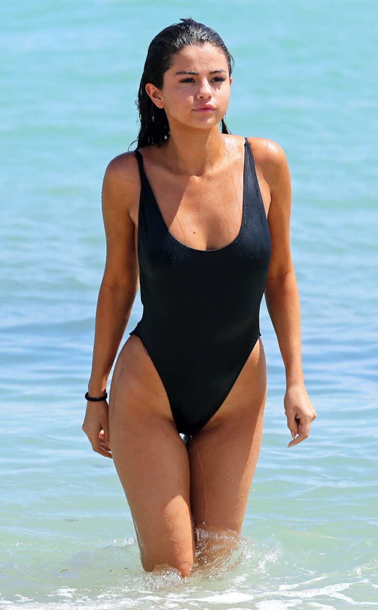 Hot Selena Gomez Photos photo 14
