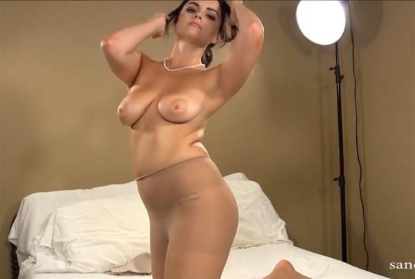 Abigail Naked photo 28