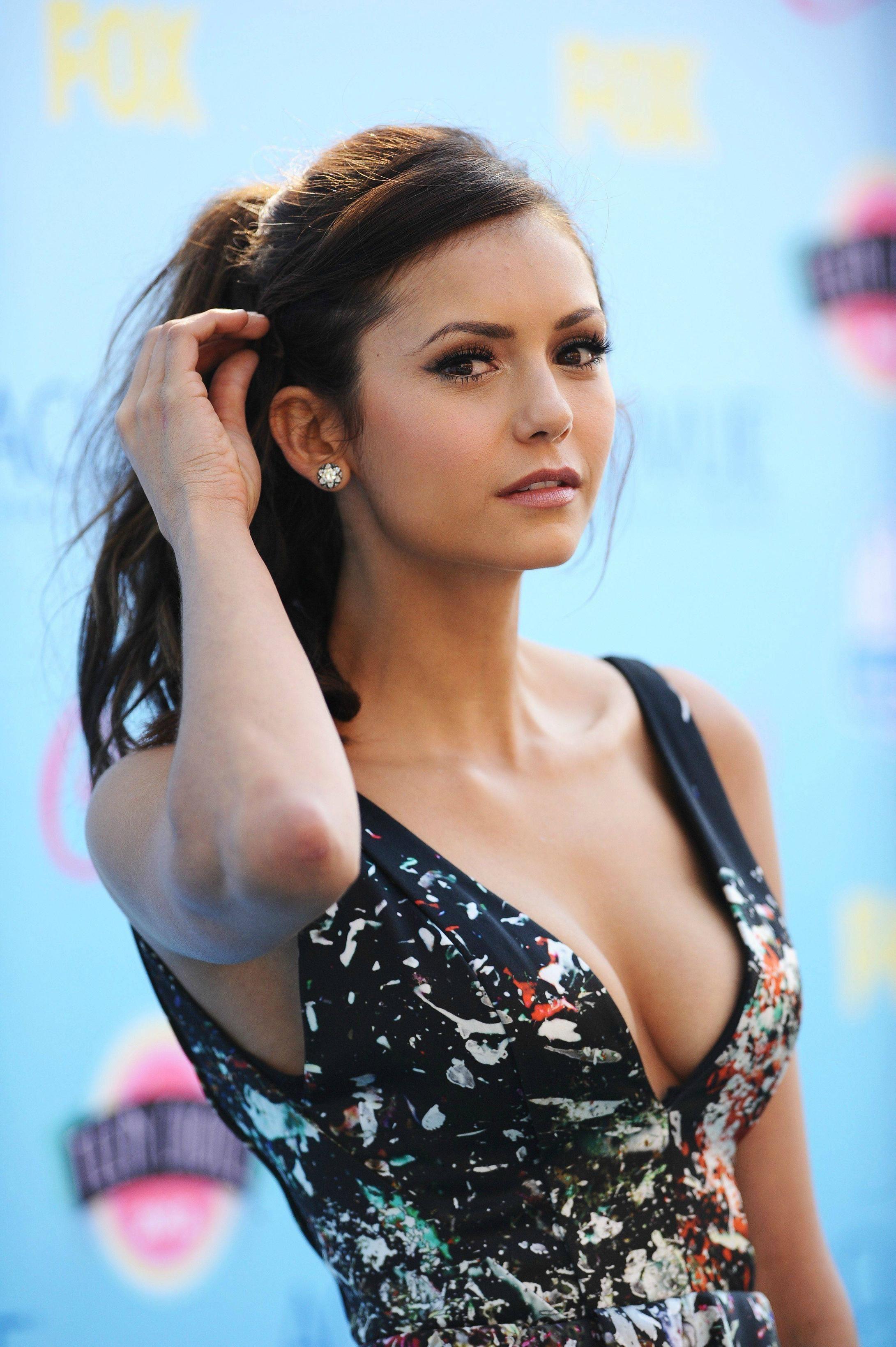 Nina Dobrev Hot Pics photo 26