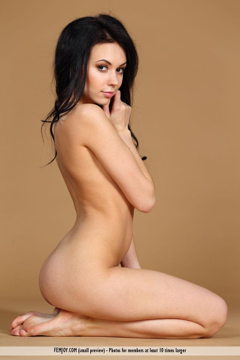 Joanna Nude Photoshoot photo 6