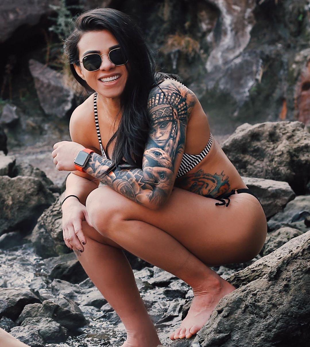 Claudia Gadelha Topless photo 27