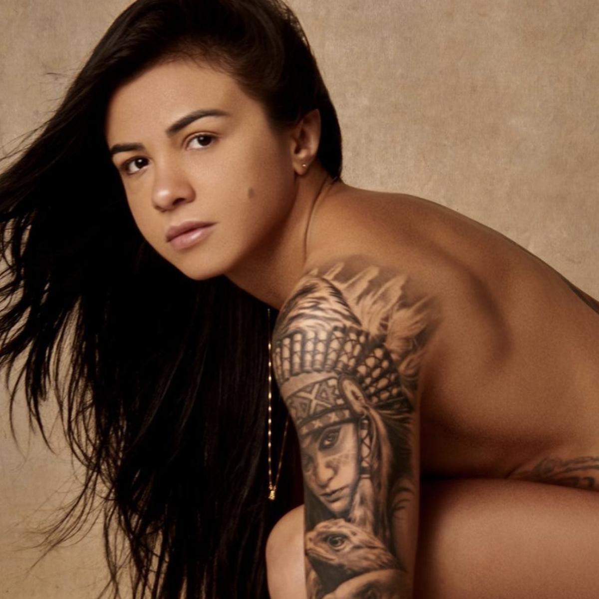 Claudia Gadelha Topless photo 1