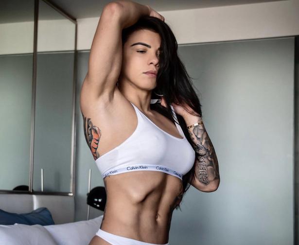 Claudia Gadelha Topless photo 28