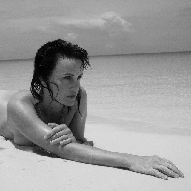 Carla Gugino Nipple photo 17