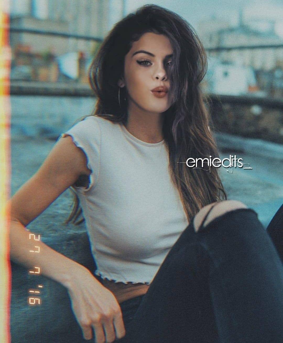 Hot Selena Gomez Photos photo 15