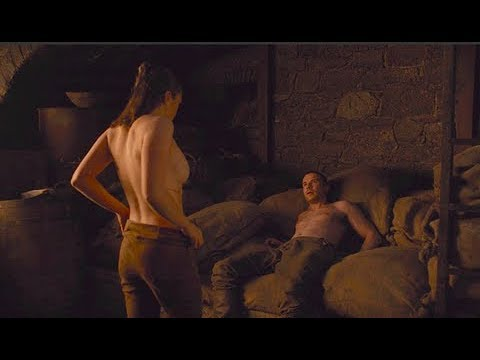 Maisie Williams Topless Game Of Thrones photo 29