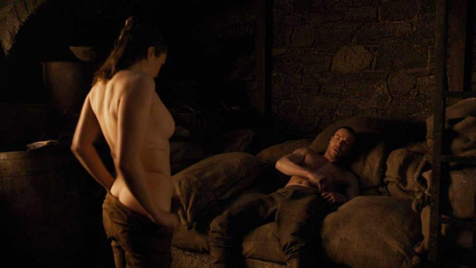 Maisie Williams Topless Game Of Thrones photo 20