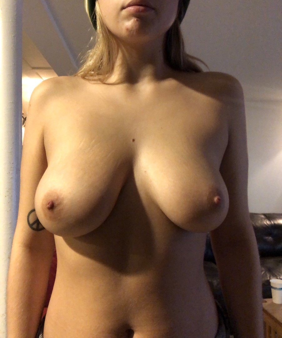 Youtubers Pussy Nude photo 8